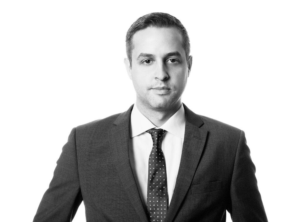 Rechtsanwalt Marc Schmid ist ein erfahrener Strafverteidiger und auch bei Notfällen erreichbar